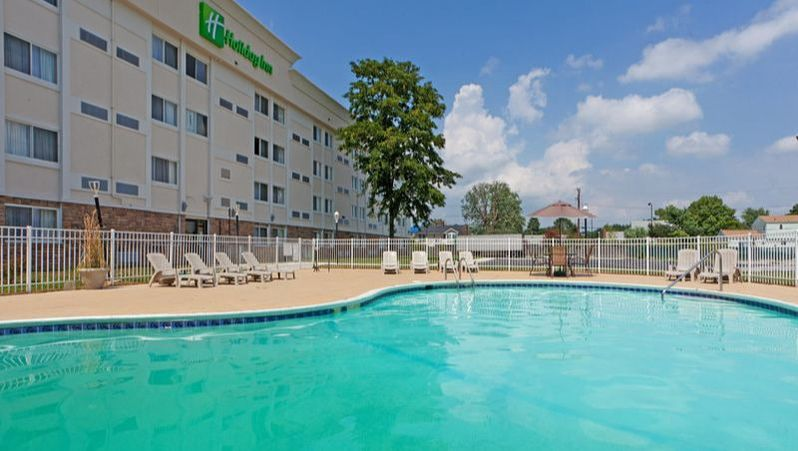 Holiday Inn Dover Downtown outdoor pool